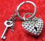 Porte clés acier <br /> Coeur STRASS .