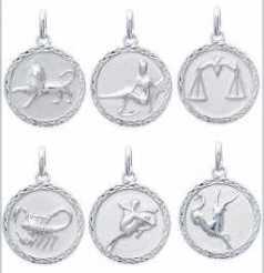 Pendentif signe zodiaque chaine 50 cm offerte  Au dos de cette médaille gravure offerte 1 prénom ou une date   A VOUS DE CHOISIR AVEC OU SANS CHAINE     ce cadeau sera personnalisé  envoi dans boite bijouterie